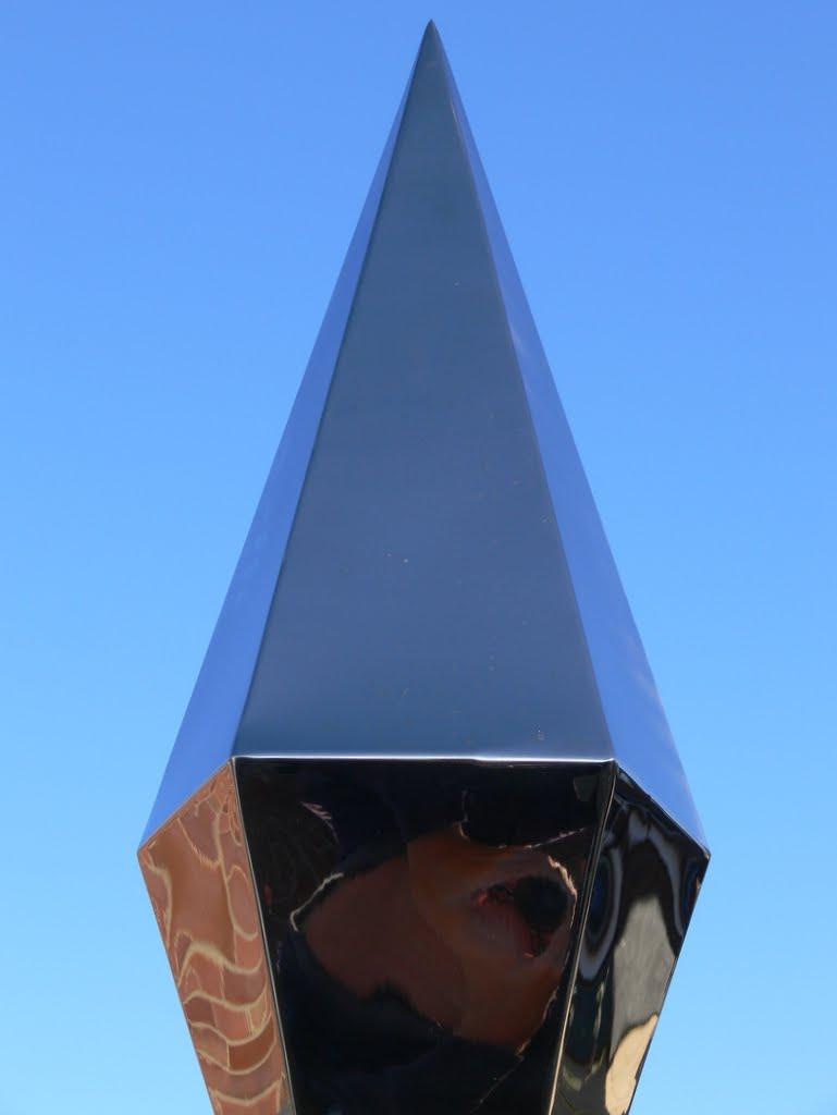 Garden Memorial Sculptures: Diamond