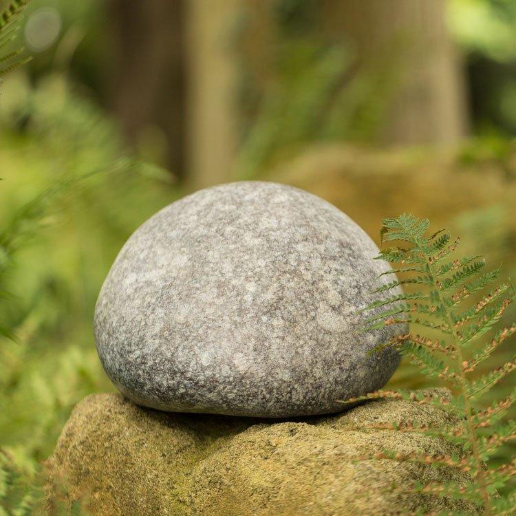 Bronze pebble - idea for ashes in the garden